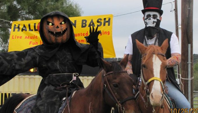 neals lodges haunted hayrides-facebook page