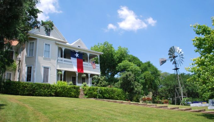 Kissing Tree Partners with San Marcos Heritage Association for 42nd Annual Heritage Home Tour