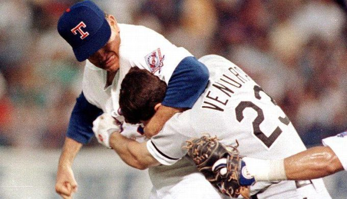 Nolan Ryan and Robin Ventura fight during game.