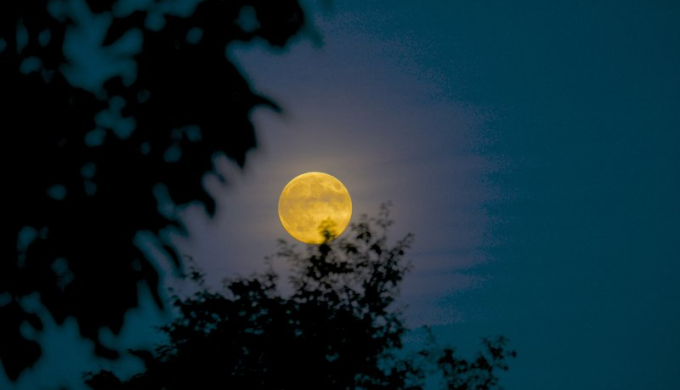 October 5 Promises a Harvest Moon: Farmers & Photographers Delight