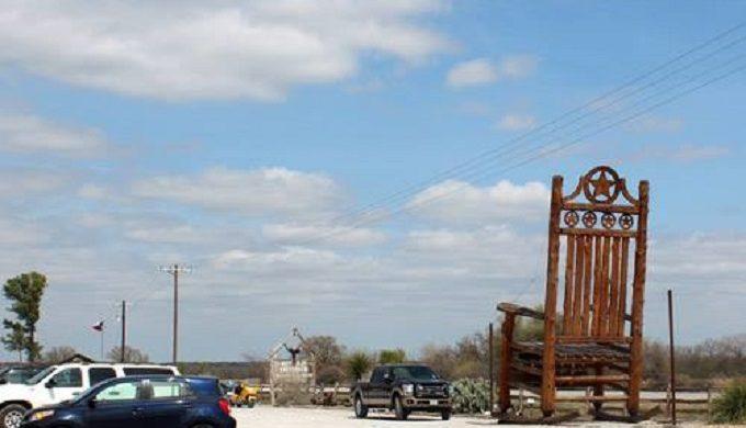 Terrific Want To Feel Like Edith Ann Visit The Worlds Largest Cedar Frankydiablos Diy Chair Ideas Frankydiabloscom