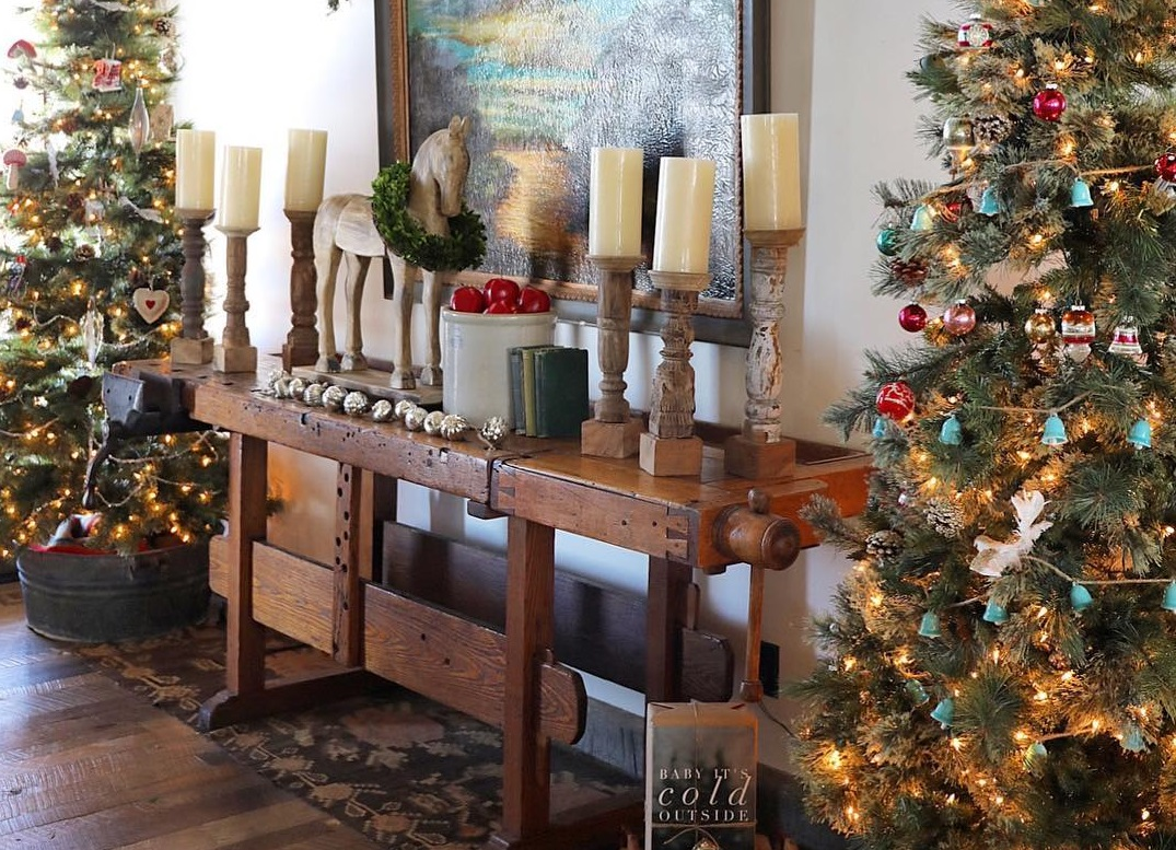 online country christmas d cor that you can copy in your own home. Black Bedroom Furniture Sets. Home Design Ideas