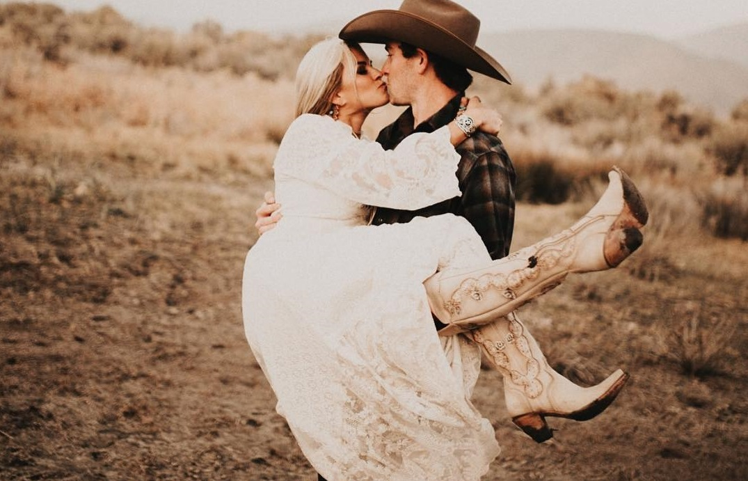 Stunning Western Style Wedding Dresses For Your Walk Down The Aisle