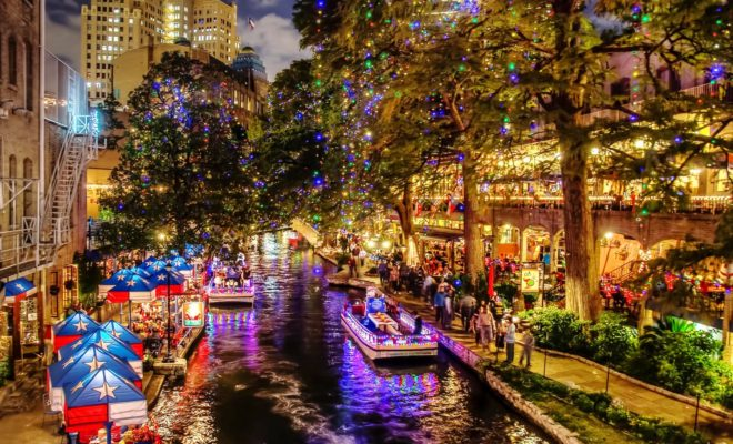 Facebook/Amazing America - San Antonio River Walk Is Draped With Christmas Lights And It's Dreamy