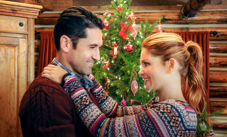 Hallmark Christmas In July 2019.Hallmark Debuting First 2 Christmas Movies Of 2019 This July