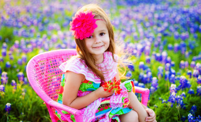 girl_chair_bluebonnets