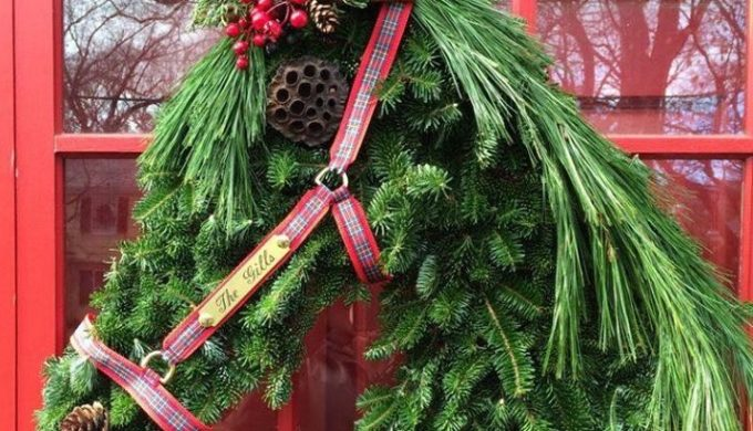 Texas-Themed Christmas Wreaths to Welcome Guests Home