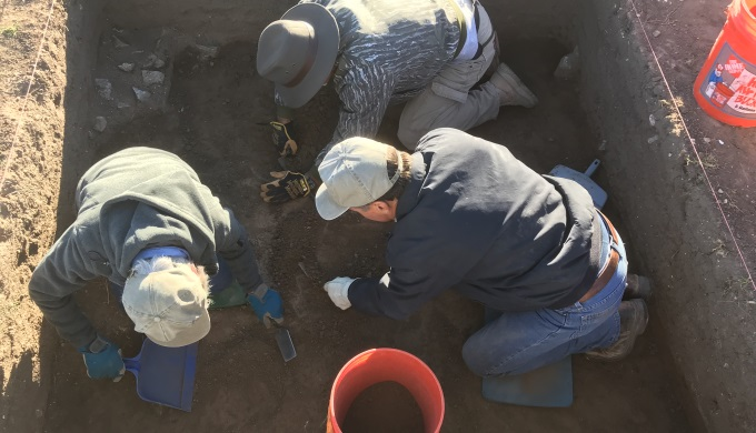 Archeology Pit Diggers