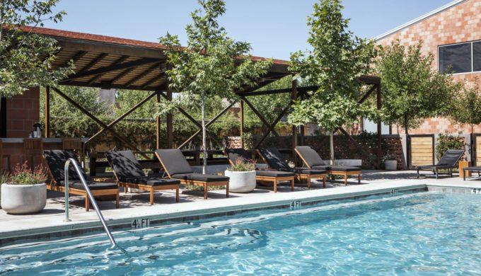 Bar Nadar Pool + Grill