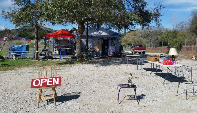 Cherokees Oldies Antiques & Hangout, lakehills, hill country, texas