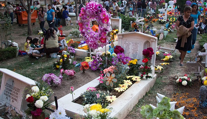Dia de los Muertos ofrendas at a cemetery