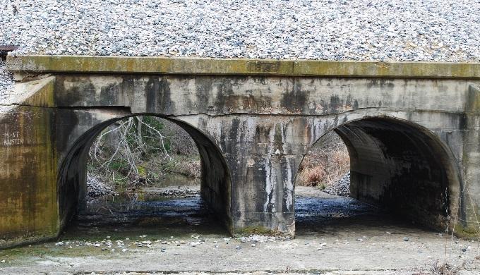 Double arch concrete bridge