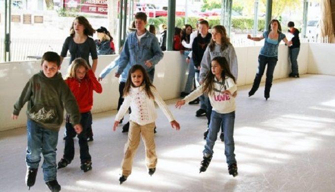 Eisbahn Outdoor Ice Skating Rink