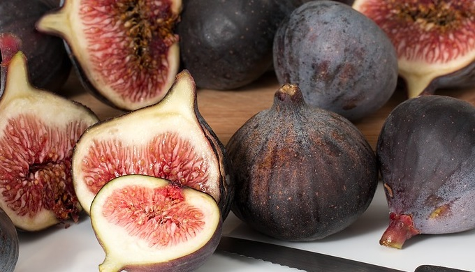 Fresh Figs Whole and Sliced