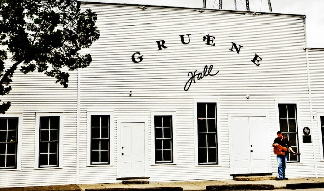 two-stepping   Gruene Hall