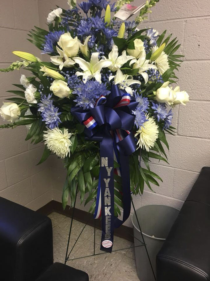 KCBD Shares Photo of Flowers from New York Yankees