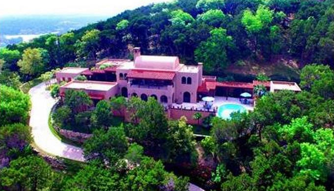 Living La Vida In A Hill Country Mansion