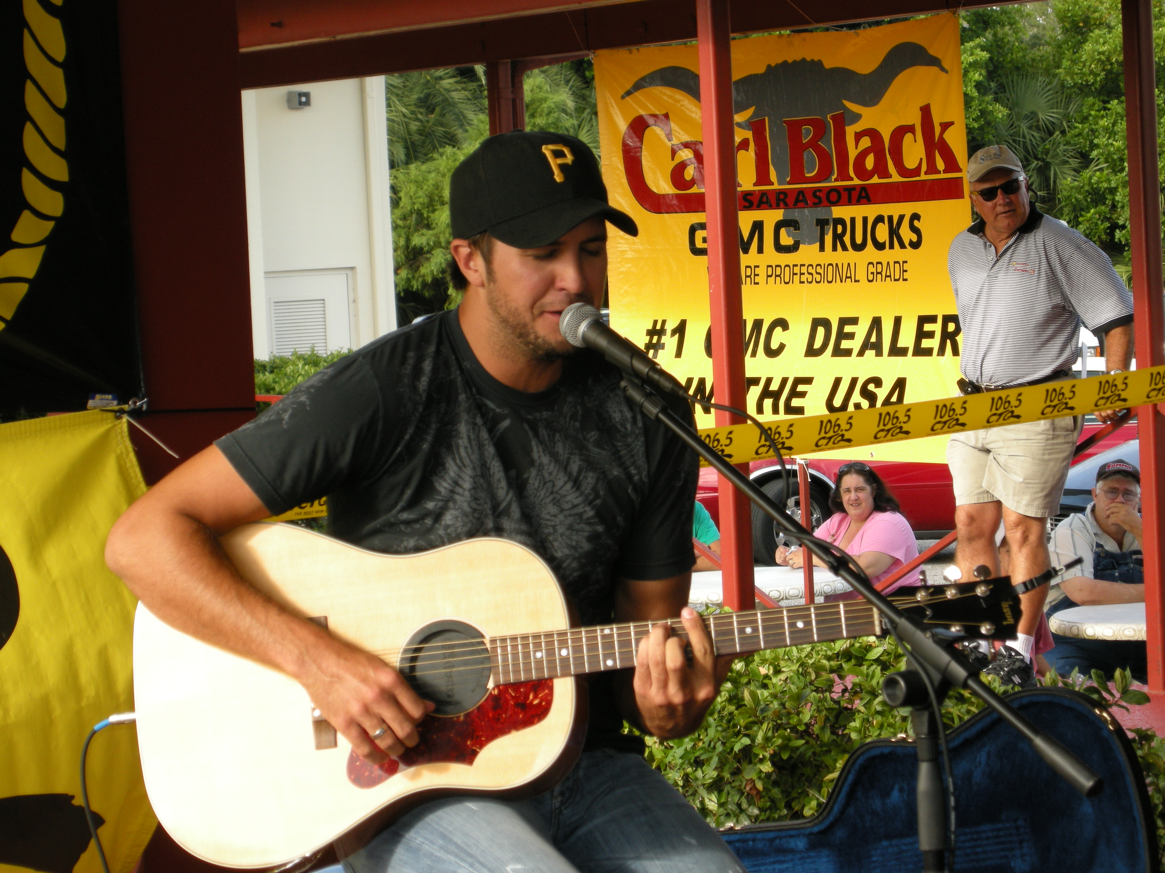 Luke Bryan Recognizes Spring Hill Fire Department