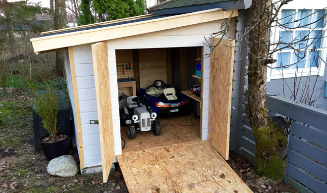 This dad built his little son a mini garage for his birthday for Garage mini beauvais