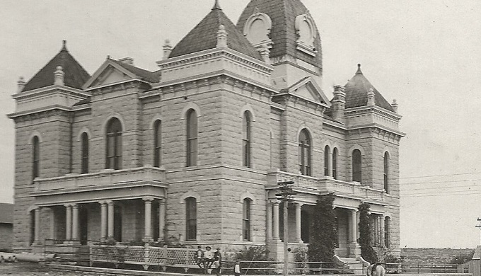 Ozona Texas Courthouse still stands in Crockett County