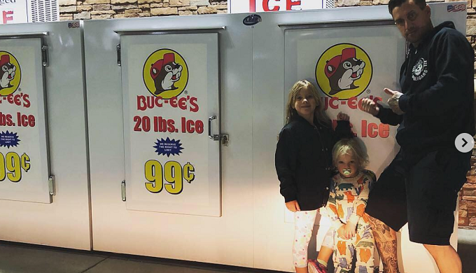 Famous Singers Stop at Buc-ee's Before Texas Concert