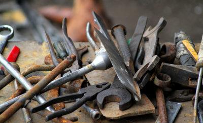 man steals tools