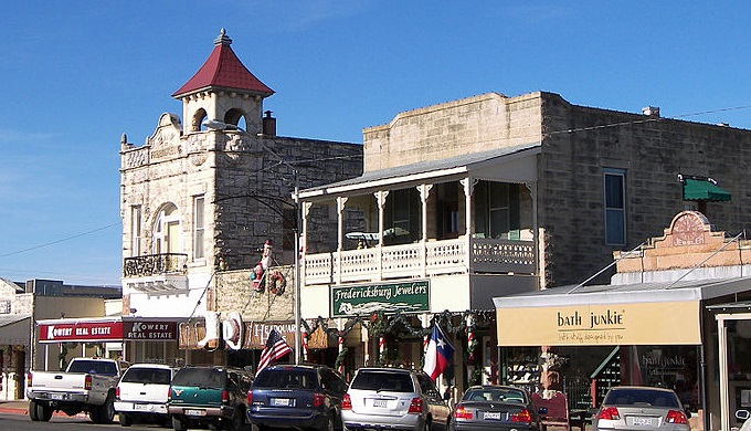 Shop in downtown Fredericksburg for Small Business Saturday
