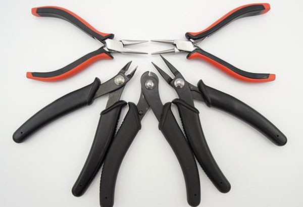 It is illegal to carry wire cutters in a pocket in Austin.