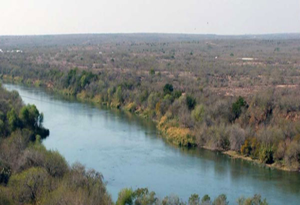 What river runs between most of the border between Texas and Mexico?