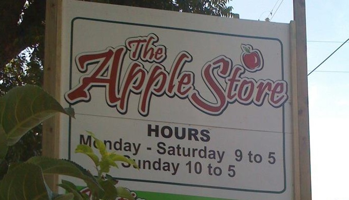 The Texas Hill Country Invasion Stops By The Apple Store