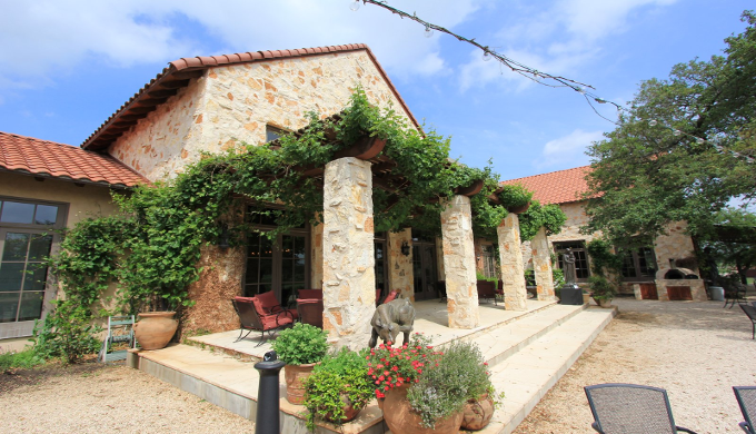 5 Luxurious Getaways in the Texas Hill Country: Ready to Relax?