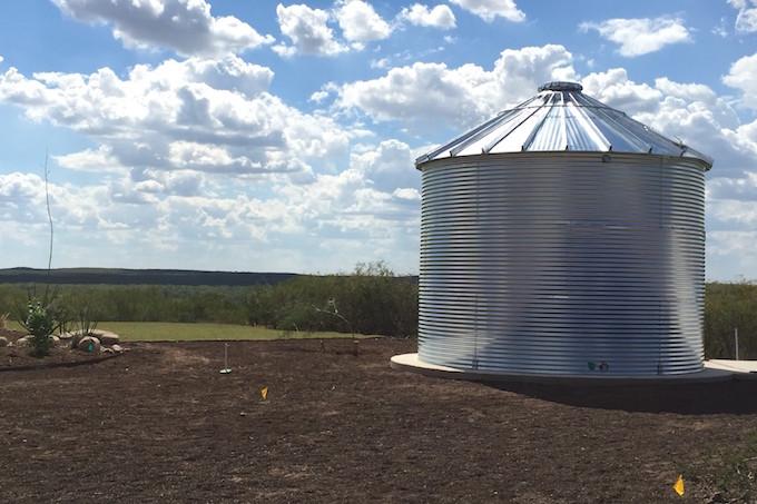 Well water retention tank