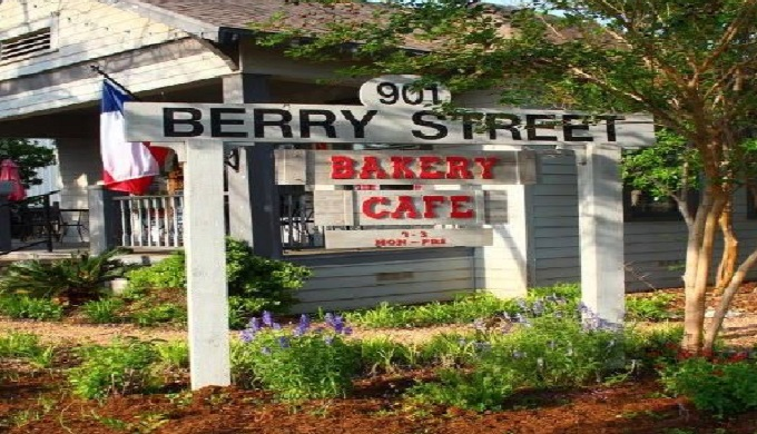 Front of Berry Stree Bakery as an iconic cafe