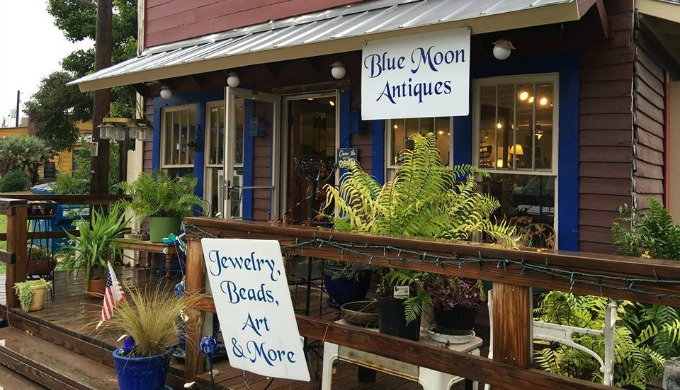 antiques, ingram, hill country