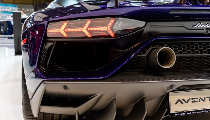 close-up-of-a-luxury-sports-car-rear-element-automobile-transportation-auto-car-motor-show-aventador_t20_0xQX62