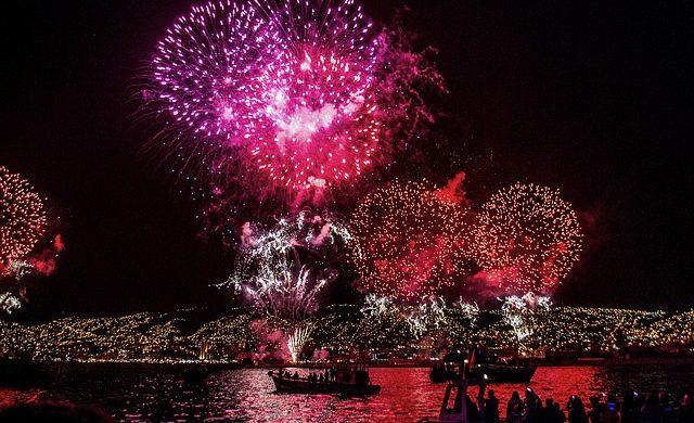 fireworks-828643_640