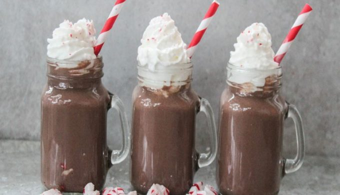 Peppermint Hot Chocolate Is the Adult Holiday Drink You'll Love