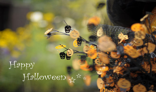 Deck Your Doors With This Super-Easy DIY Witch Wreath [VIDEO]