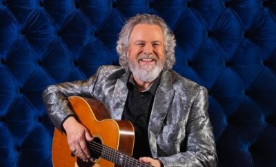 Watch: Robert Earl Keen Sings 'Merry Christmas From the Family'