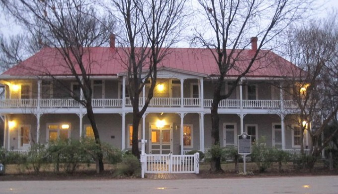 Antler's Hotel, Kingsland, Hill Country