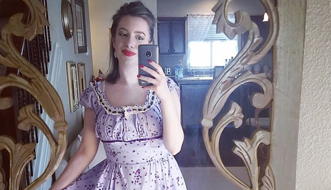 Woman Leaves Full-Time Job to Become 1950s-Style Housewife
