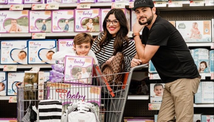 Hill Country Family Picks H-E-B for Adorable Pregnancy Photo Shoot