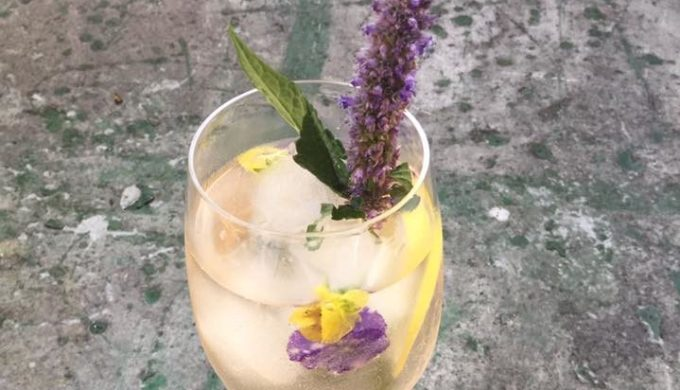 White Wine Spritzer is the Sparkly End-of-Summer Cocktail You Need