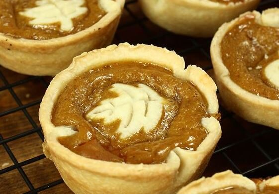 mini-pumpkin-pie-close-up