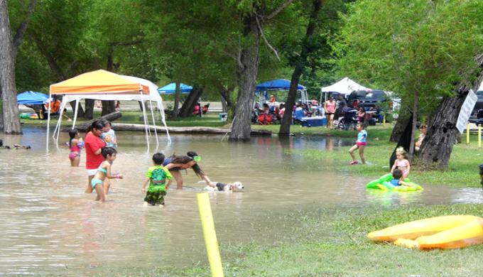 Texas Torrential Rains Didn T Dampen Holiday Weekend Fun