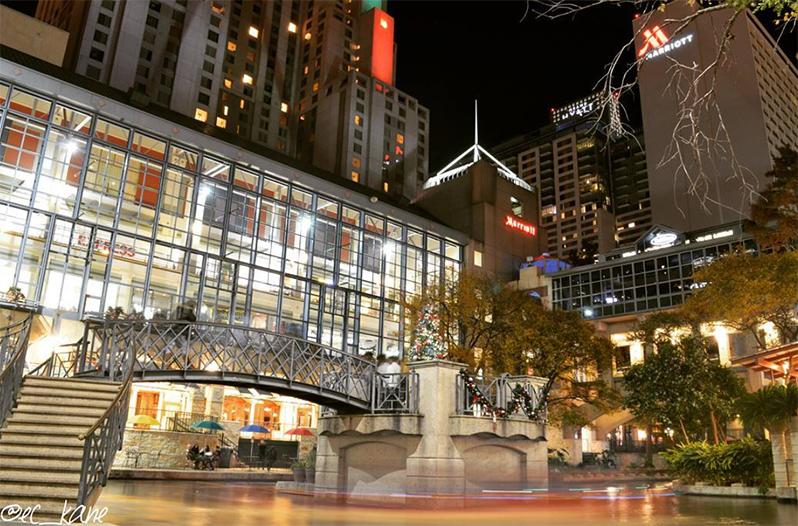 Rivercenter mall movie theatre