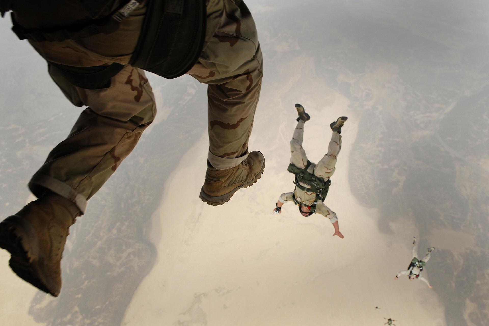 skydiving-658405_1920