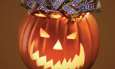 Snickers Pledges 1 Million Free Bars for Halloween Date Change