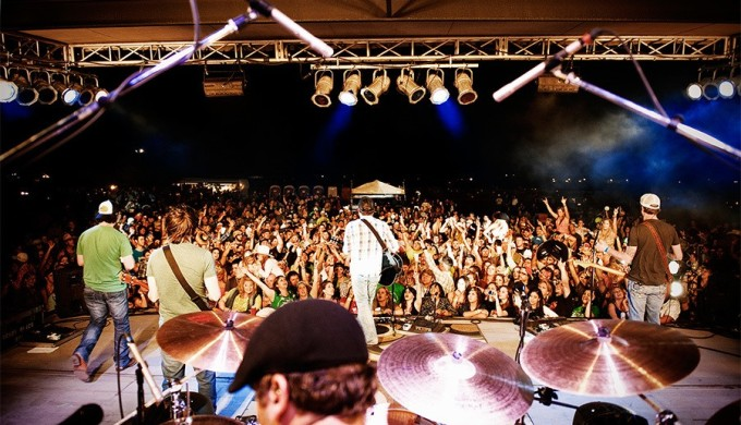 Rio Frio Fest band playing