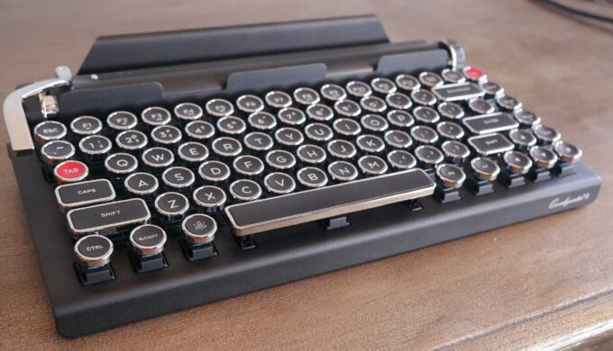 Feel Like a Writer in Paris in the '20s with This Typewriter-style Keyboard